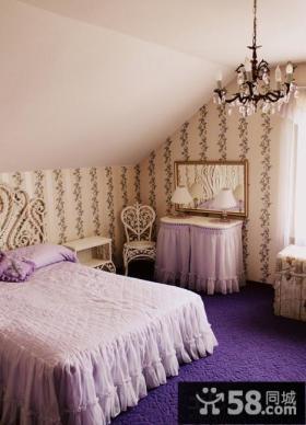 斜顶阁楼小卧室壁纸背景墙装修效果图