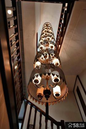 中式别墅楼梯间豪华吊灯效果图