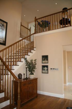 美式风格复式别墅楼梯装修效果图