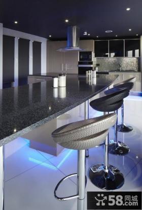 四室两厅厨房吧台装修设计效果图