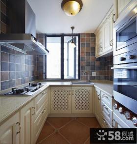 家庭厨房U型橱柜装修效果图