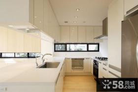 现代简约风格的厨房橱柜装修效果图