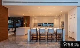 现代风格别墅的餐厅设计