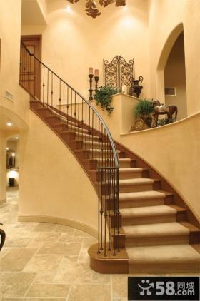 美式别墅室内楼梯设计图片
