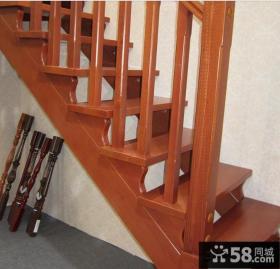 实木跃层楼梯设计