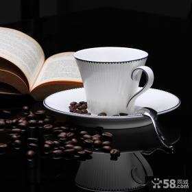 白色咖啡杯子设计