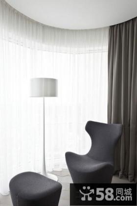 现代极简风格大户型一居室餐厅吊灯图片