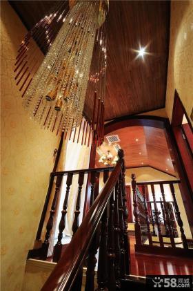 别墅楼梯间吊灯图片