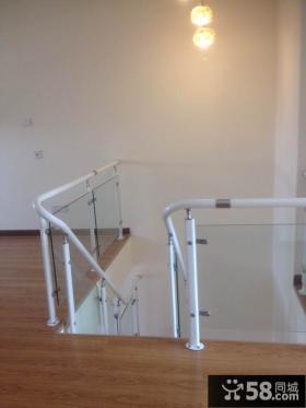 简约家居复式楼铁艺楼梯效果图