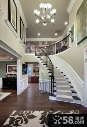 欧式二层半客厅楼梯设置效果图