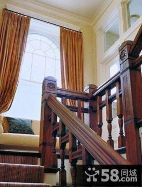 美式实木农村小别墅楼梯设计效果图