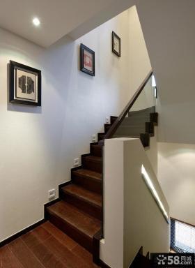 中式风格别墅楼梯间挂画装饰