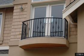 铁栏杆小阳台装修