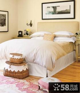 小卧室床头装饰画效果图