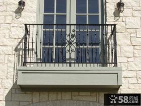 铁栏杆小阳台