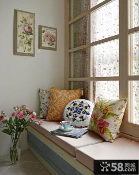 现代小户型室内飘窗装饰图片