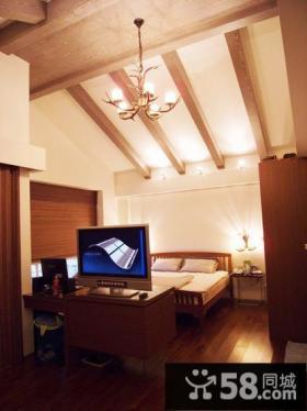 美式风格阁楼卧室装修图片