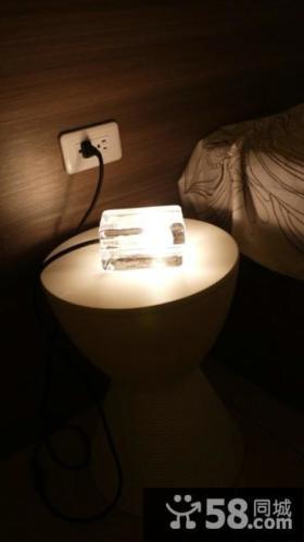 装修卧室床头灯具