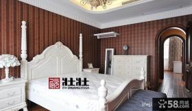 美式风格卧室花纹墙纸装修效果图