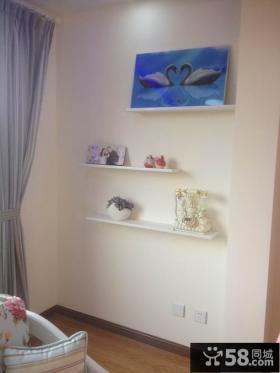 简约时尚复式楼客厅墙面置物架效果图