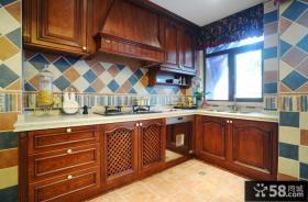 复古欧式别墅设计厨房装修效果图片