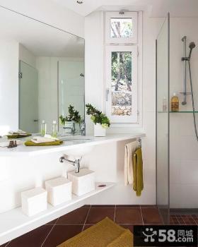 白色清新的复式楼卫生间装修效果图