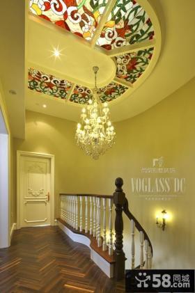别墅楼梯过道艺术吊顶效果图