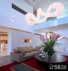 现代时尚的联排别墅客厅吊顶装修效果图