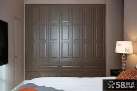 卧室实木大衣柜装修效果图片