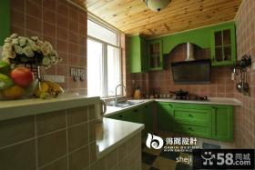 美式乡村风格小厨房整体橱柜装修效果图