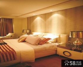现代风格卧室床头壁纸背景墙样板间装修