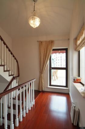 美式风格复式楼梯设计装修