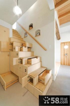 阁楼木质楼梯设计效果图