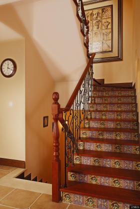 美式风格复式楼梯装修效果图