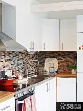 70平小户型马赛克式瓷砖打造现代风格厨房效果图