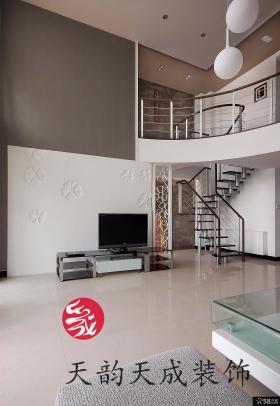 现代简约风格复式楼客厅电视背景墙装修效果图