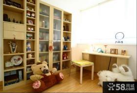 简约复式客厅花朵沙发背景墙装修效果图