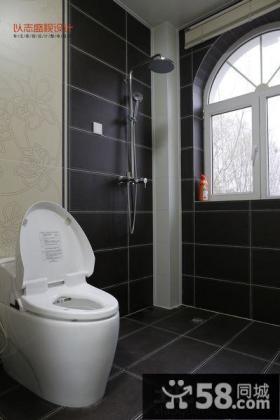 现代简约卫生墙面瓷砖装修设计图片