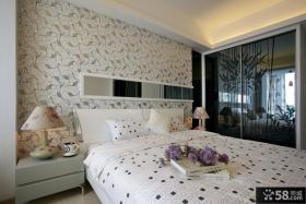 简约风格卧室床头壁纸图片欣赏