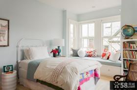 女生卧室飘窗装饰设计效果图